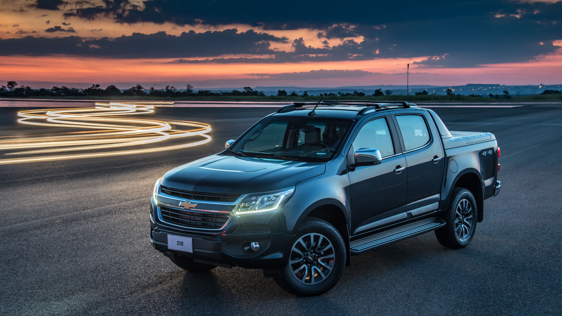 2017 chevy colorado puts on new face for overseas. Black Bedroom Furniture Sets. Home Design Ideas