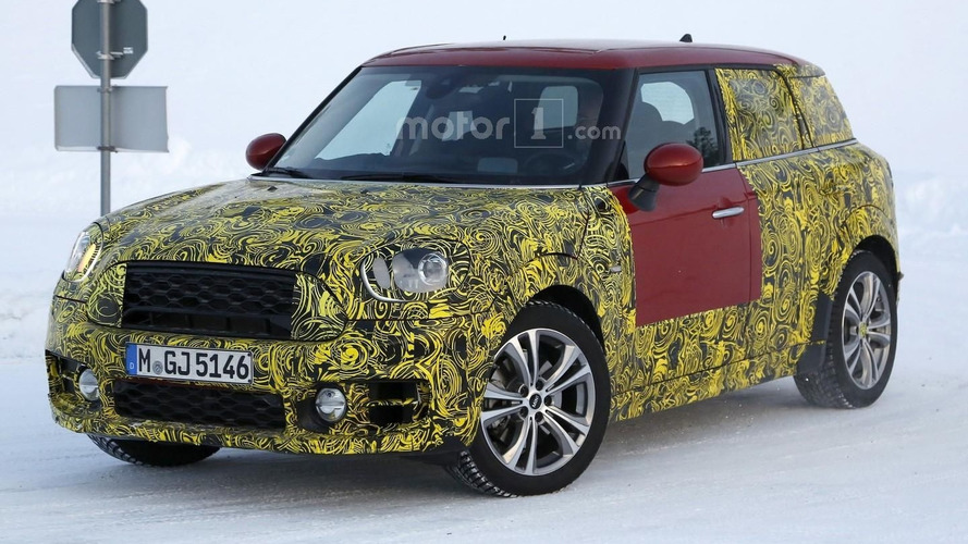 2017 Mini Countryman keeps posing for spy photographers