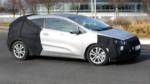 Kia pro_cee'd facelift spied with front and rear camouflage