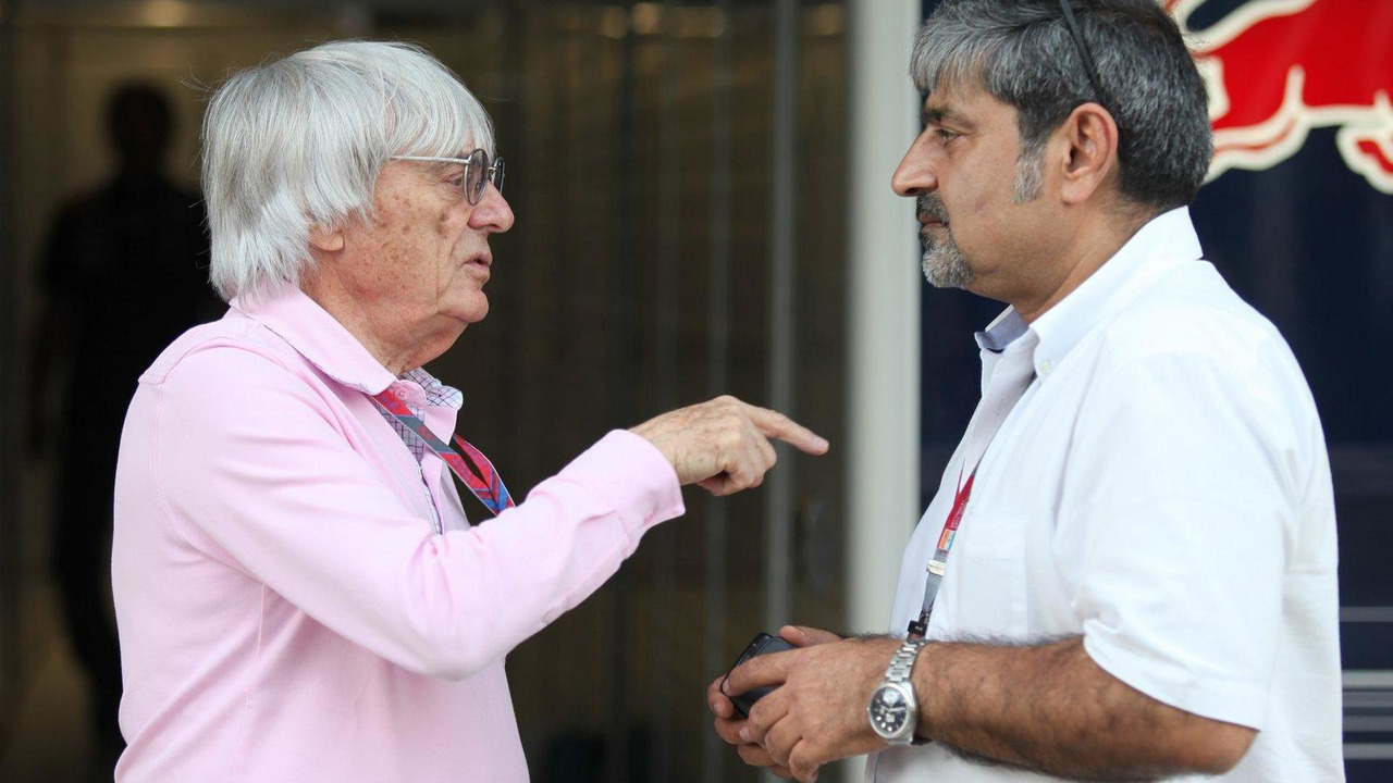 Bernie Ecclestone and Vicky Chandhok 27.10.2011 Indian Grand Prix