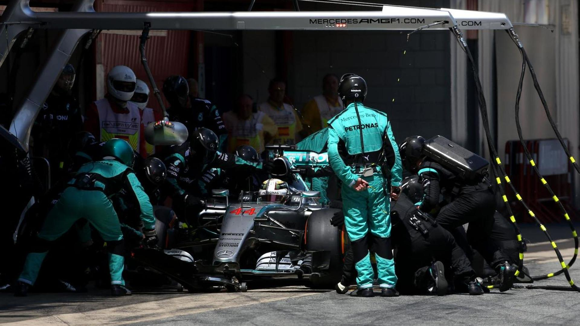 Mercedes to change pitstop philosophy - Lauda