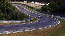 Good Samaritan narrowly avoids being crushed on the Nurburgring