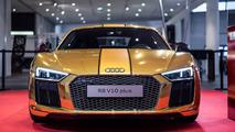 Gold Audi R8 V10 Plus