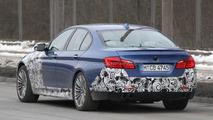 2012 BMW M5 spied in blue 16.02.2011