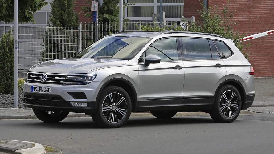 VW Tiguan LWB spied completely uncovered [UPDATE]