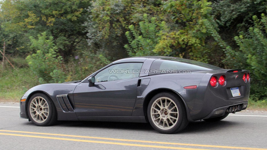 2014 Chevrolet Corvette C7 mules spied for first time