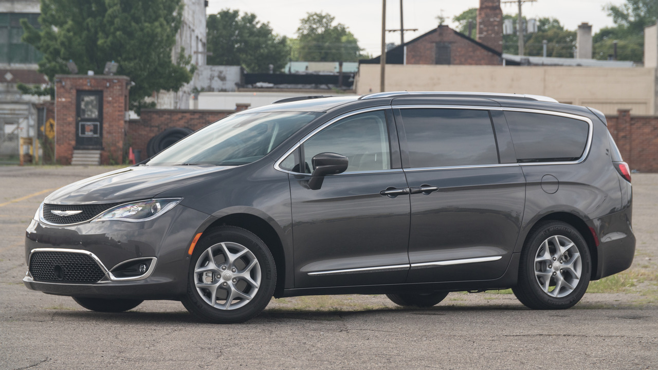 2017 chrysler pacifica first drive. Black Bedroom Furniture Sets. Home Design Ideas