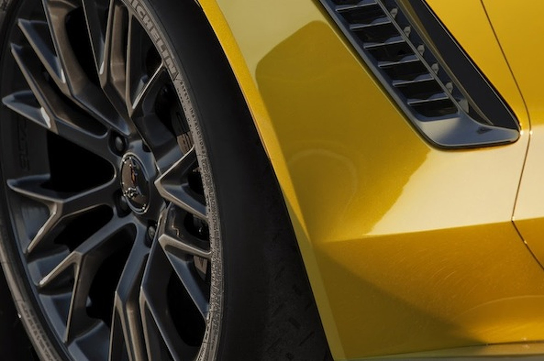 Chevy Teases 2015 Corvette Z06 Ahead of Detroit Auto Show