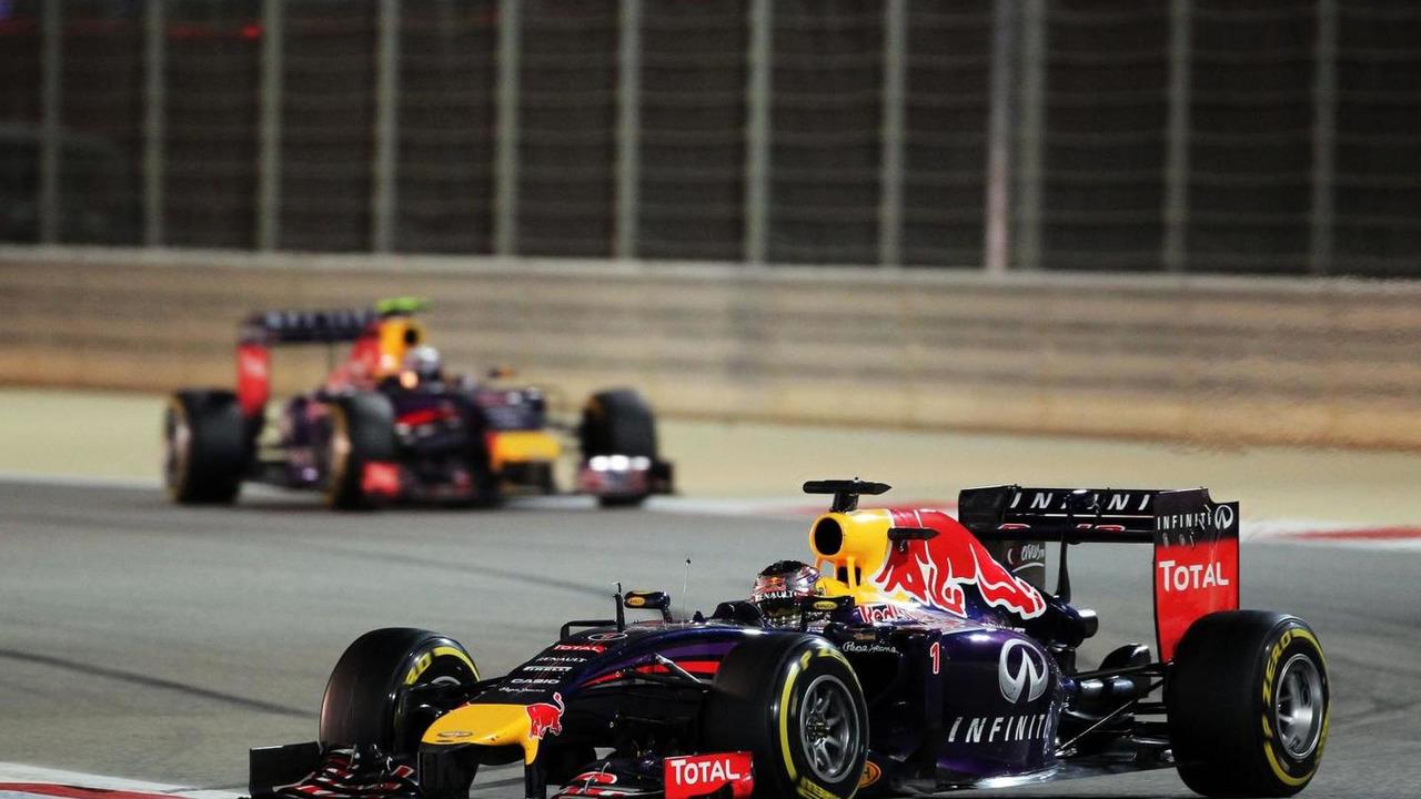 Sebastian Vettel (GER) leads team mate Daniel Ricciardo (AUS), 06.04.2014, Bahrain Grand Prix, Sakhir / XPB