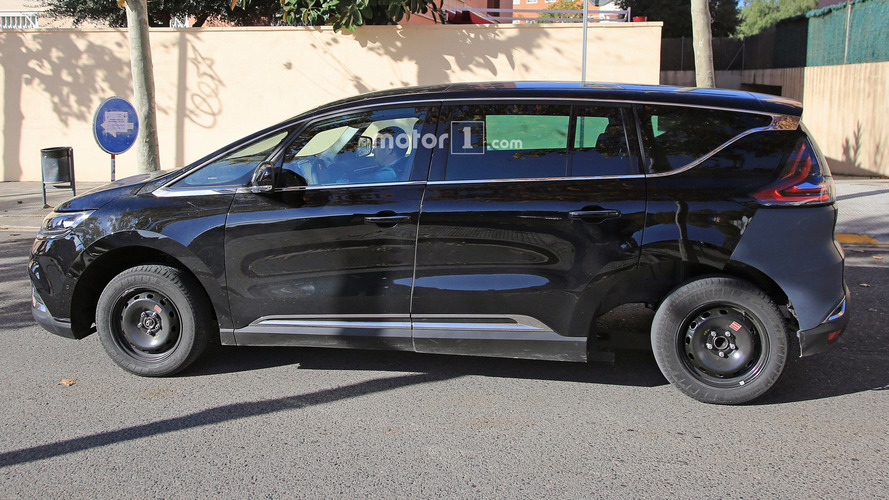 Stretched Renault Espace test mule looks like Frankenstein's car
