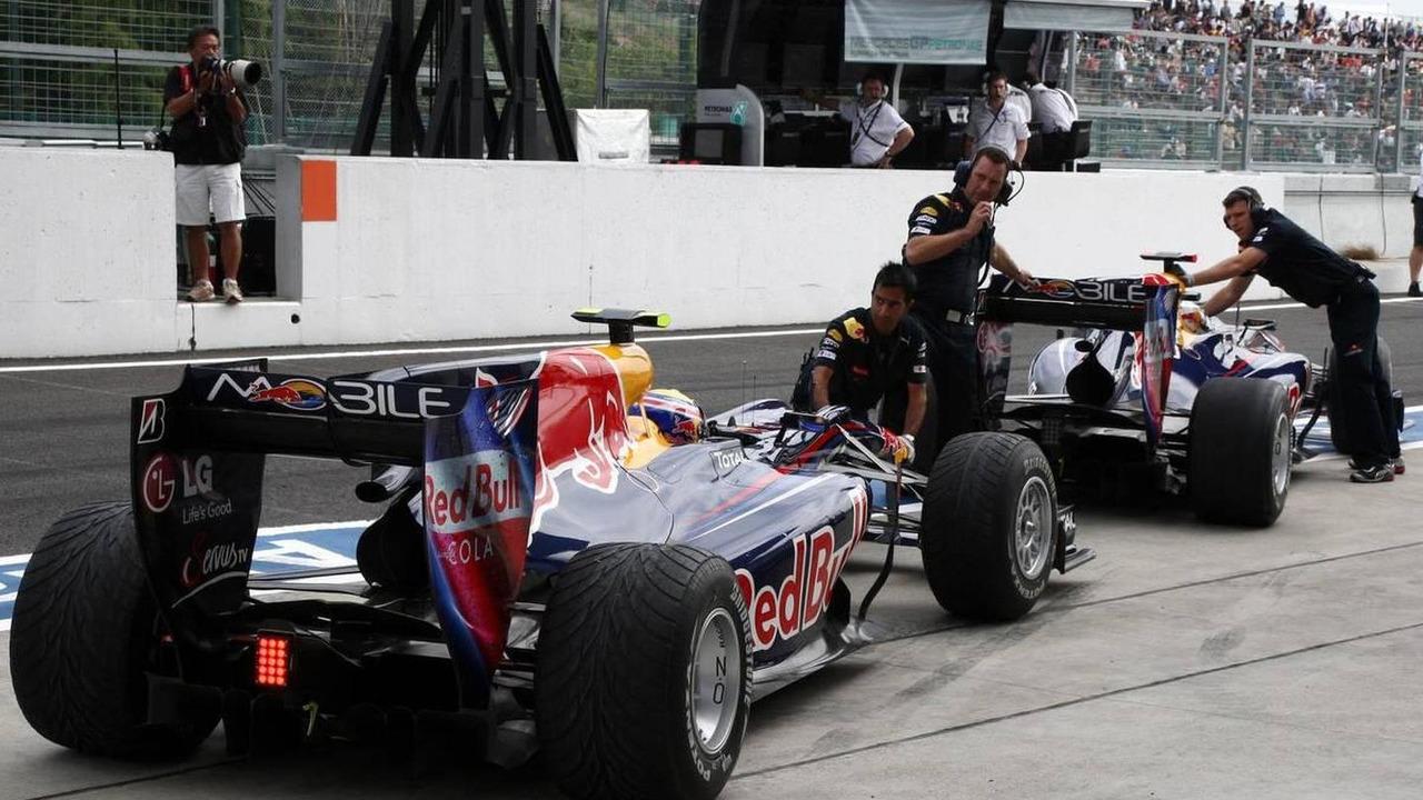 Mark Webber (AUS), Red Bull Racing, Sebastian Vettel (GER), Red Bull Racing - Formula 1 World Championship, Rd 16, Japanese Grand Prix, 08.10.2010 Suzuka, Japan