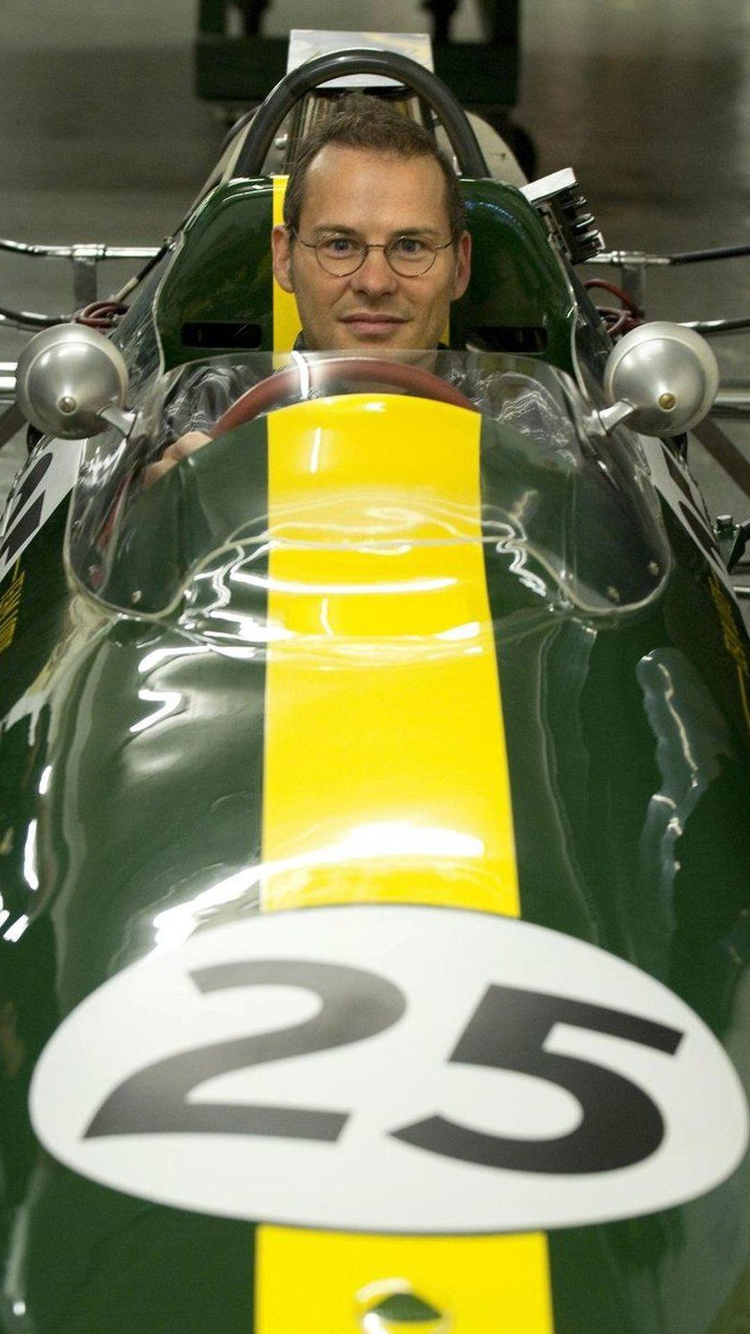 Villeneuve visits Lotus