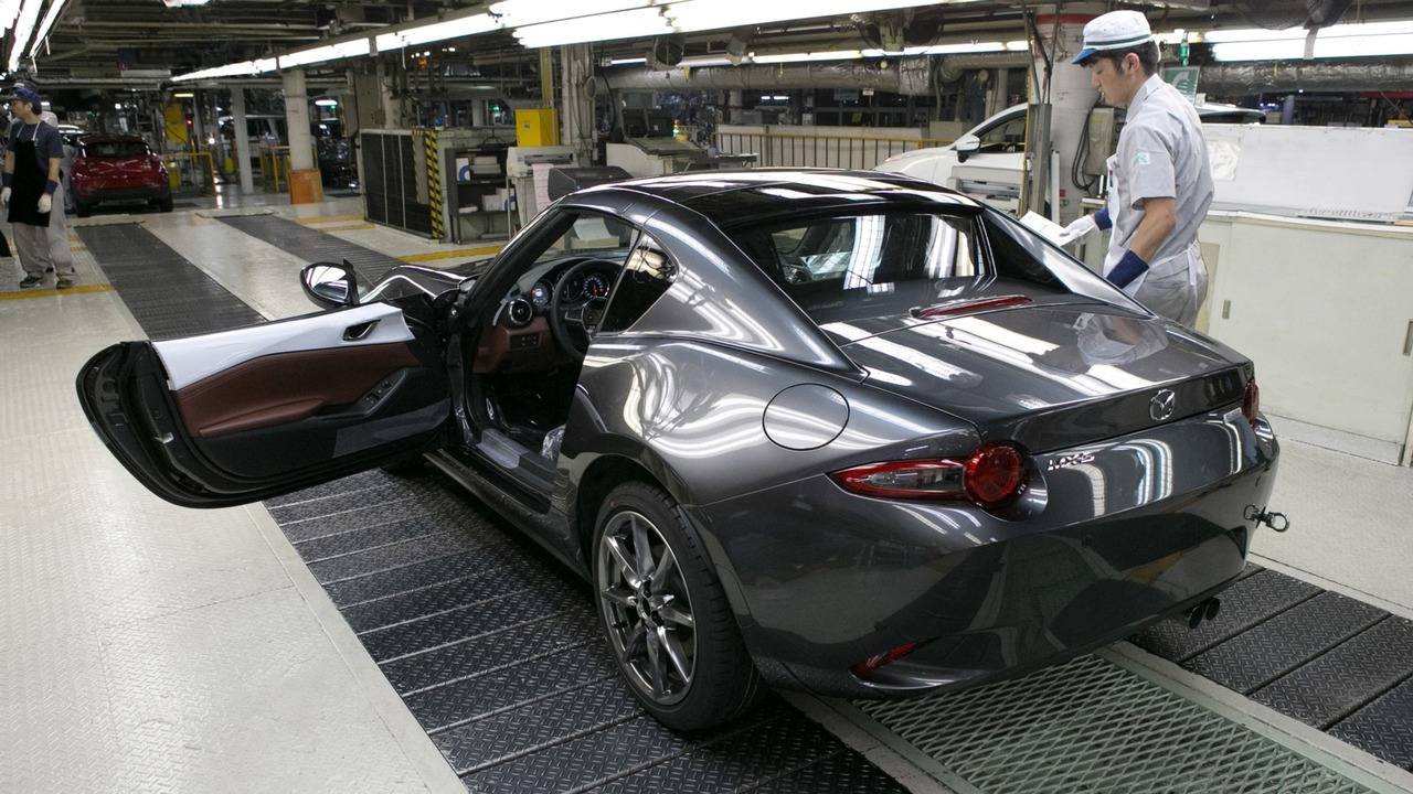 Mazda MX-5 RF production start in Japan