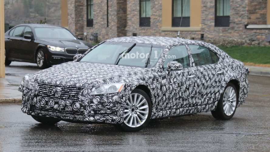 2018 Lexus ES mule spied for the first time