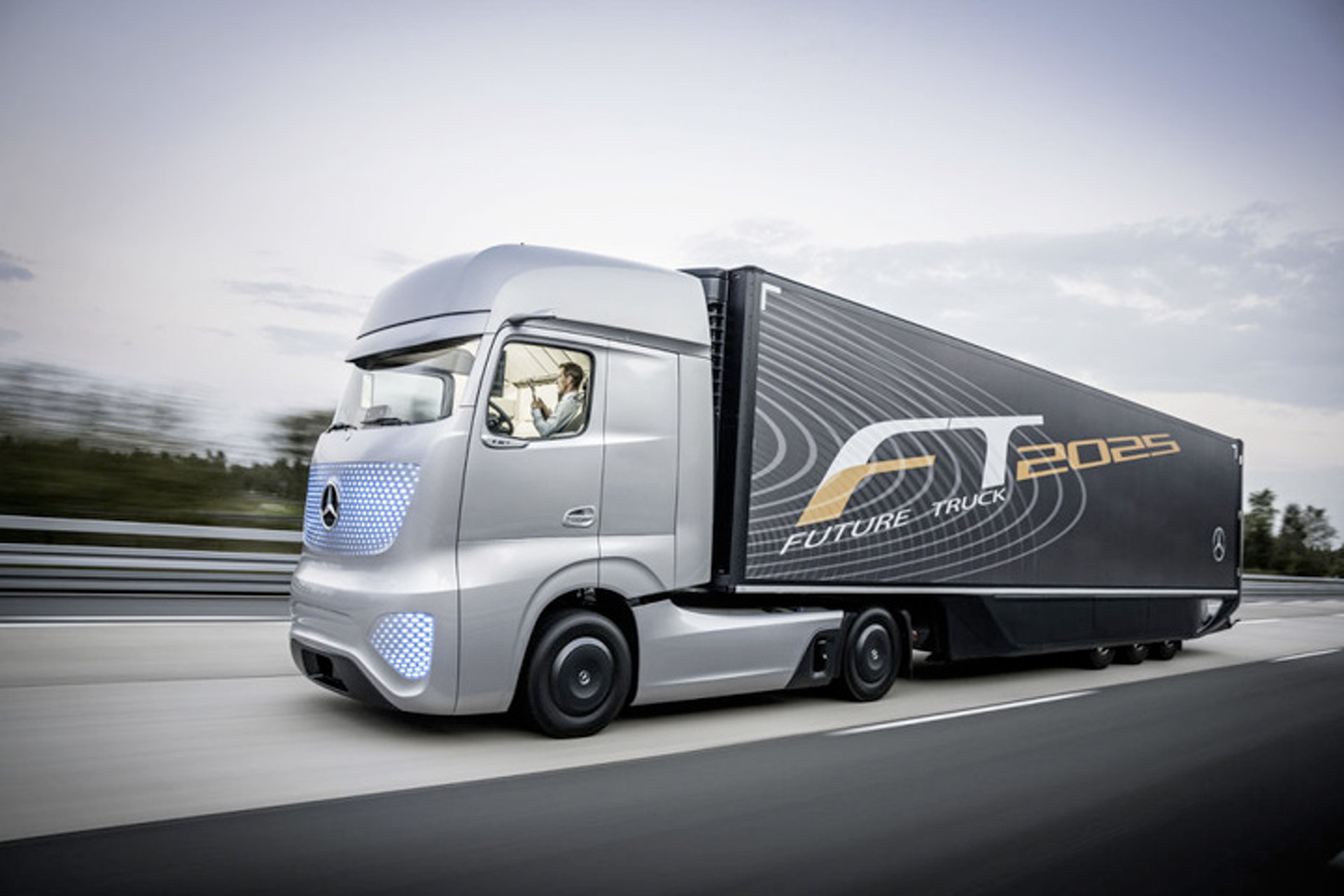 Watch Mercedes Future Truck 2025 Autonomously Go for a Spin