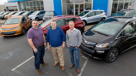 Chevy starts delivering Bolt in California
