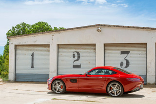 2016 Mercedes-AMG GT Has Porsche and Jaguar Dead in its Sights