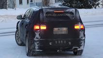 2015 Kia Sorento prototype spied showing larger dimensions