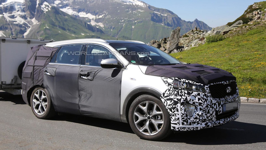 Next-gen Kia Sorento spied with less camo