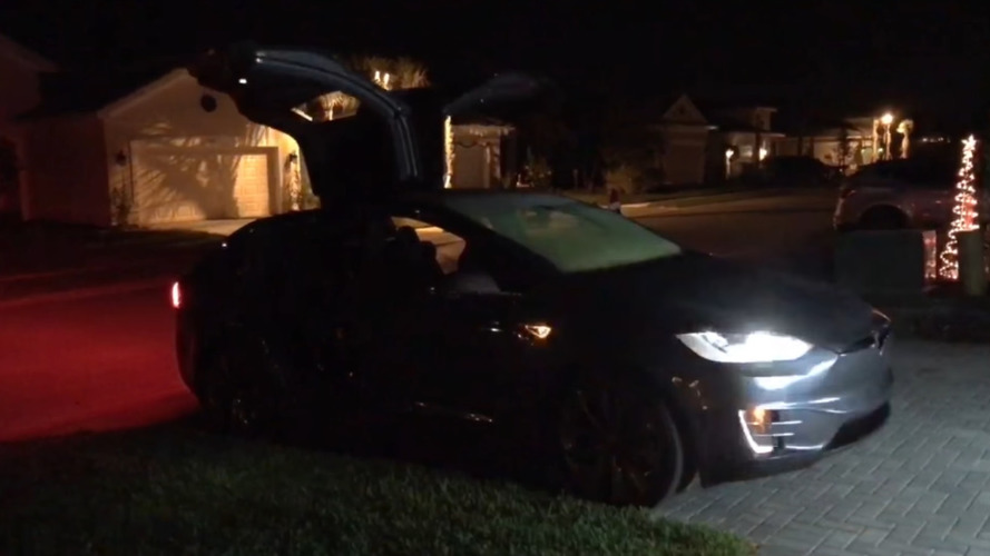 Merry Christmas from Tesla with Model X light show via latest update
