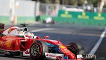 Sebastian Vettel, Ferrari SF16-H with a plastic bag stuck to the front wing