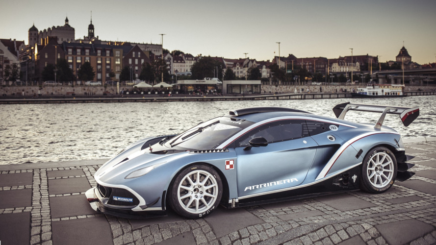 Arrinera Hussarya GT takes spirited drive through downtown Warsaw
