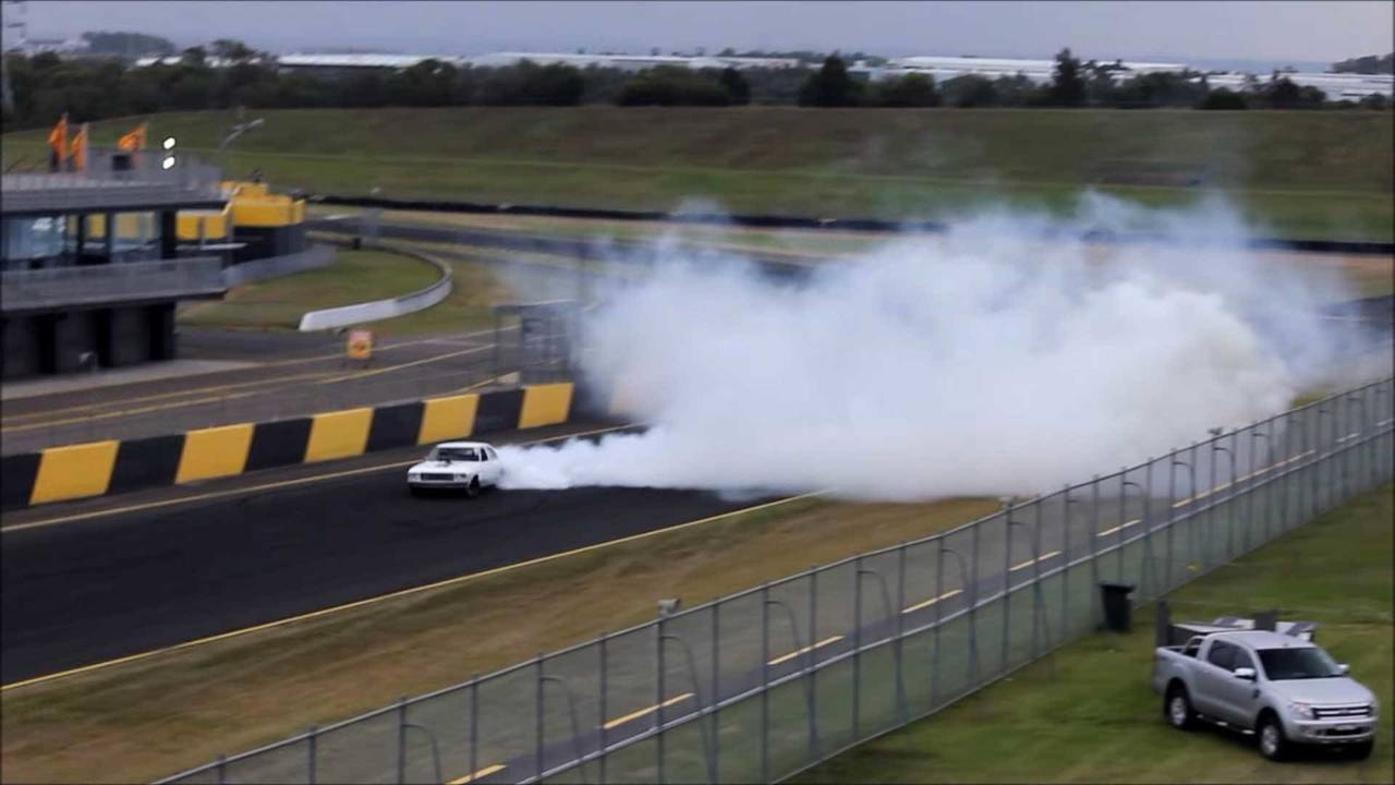 Holden HQ Sedan Burnout