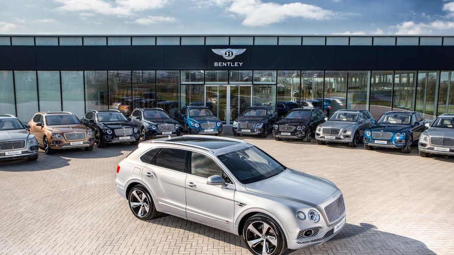 Bentley delivers the first Bentayga crossovers to customers
