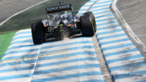 Nico Hulkenberg, Sahara Force India F1 VJM09 sends sparks flying
