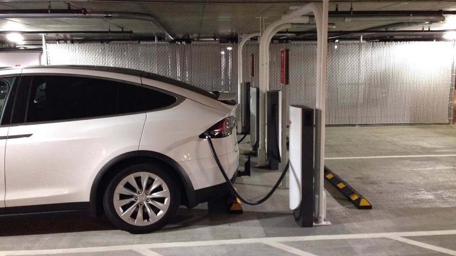 We Visit Tesla's New Urban Supercharger, It Works As Advertised