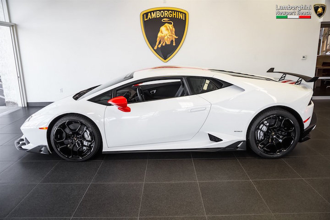Lamborghini Now Offers An Expensive Aero Kit for the Huracan