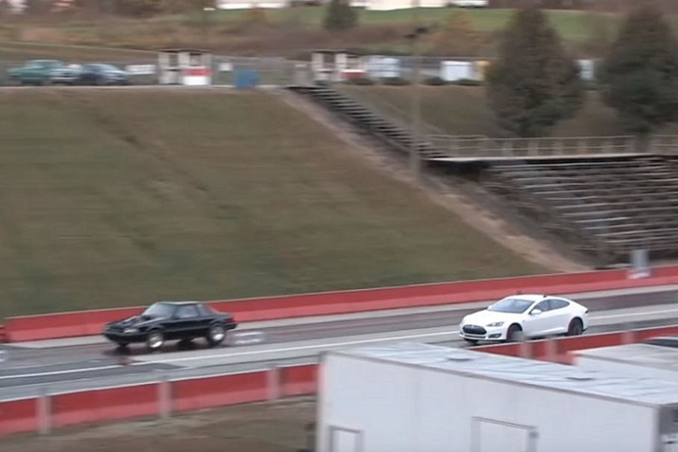 Watch the Tesla Model S P85D Finally Lose a Drag Race