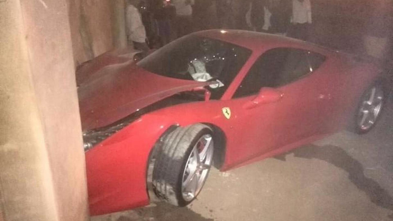 Ferrari 458 Italia crashed after fight with girlfriend