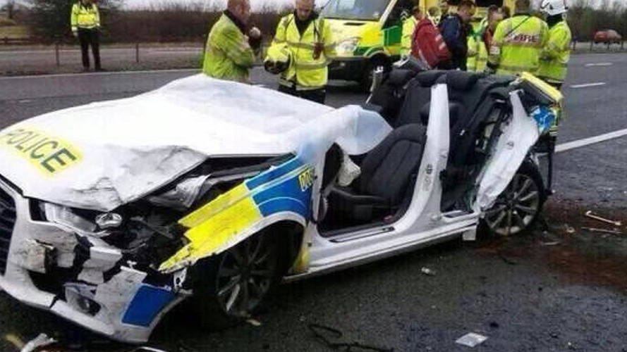 Lucky police officers stay alive after horrific crash of two Audis