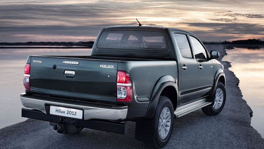 2012 Toyota Hilux facelift unveiled