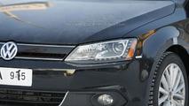 2013 Volkswagen Jetta Hybrid first look on the road 04.02.2012