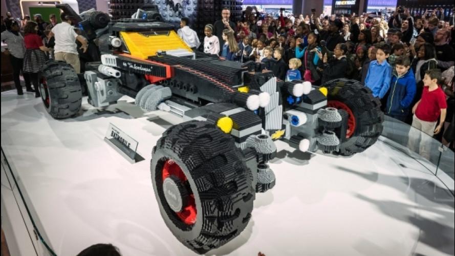 LEGO, a Detroit la Batmobile a grandezza naturale