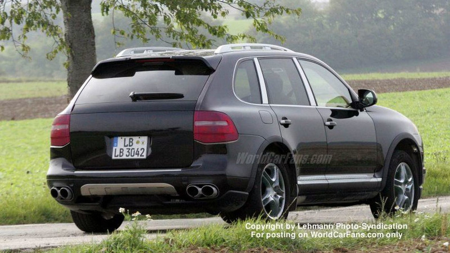 SPY PHOTOS: Porsche Cayenne Facelift Undisguised