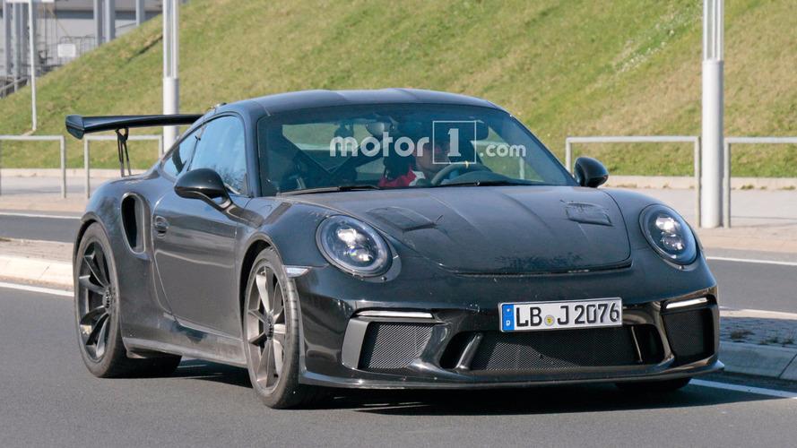 Yeni Porsche 911 GT3 RS çok az kamuflajla görüntülendi