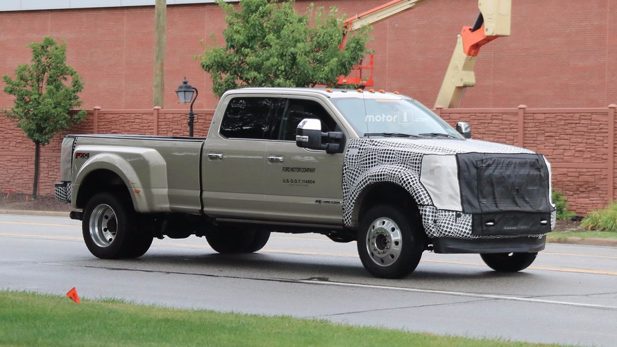 2019 Ford F-Series Super Duty Spied With Modest Facelift