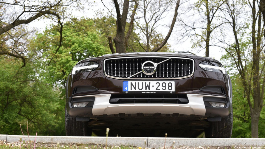 Volvo V90 Cross Country D5 AWD: nem ciki, ha sáros lesz az öltönyöd