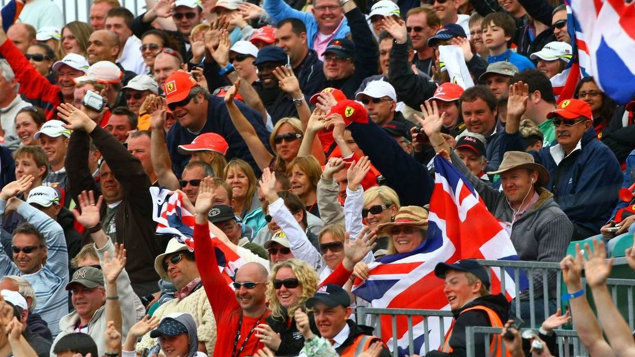 Fans waiving the drivers, British Grand Prix, Sunday, 21.06.2009 Silverstone, England