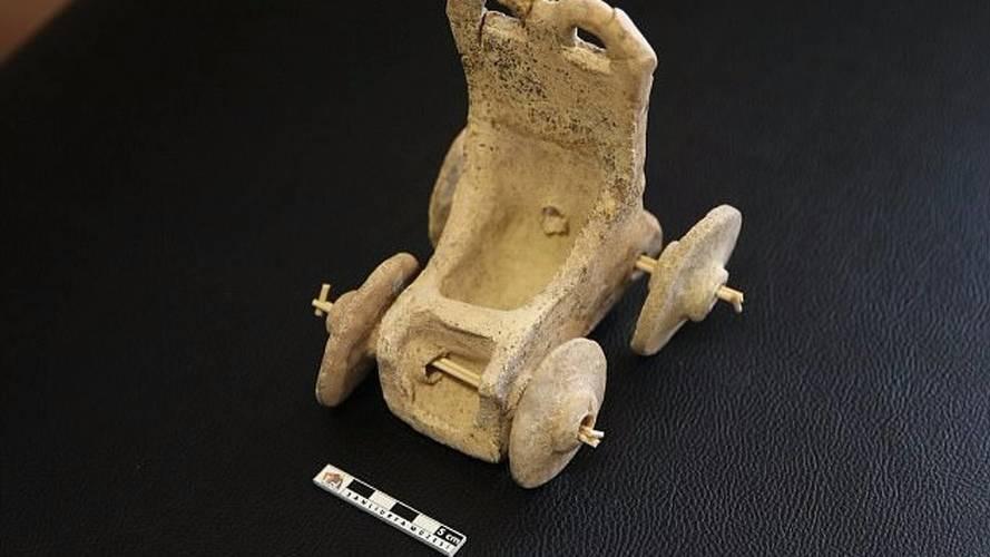 El coche de juguete más antiguo del mundo tiene... ¡5.000 años!