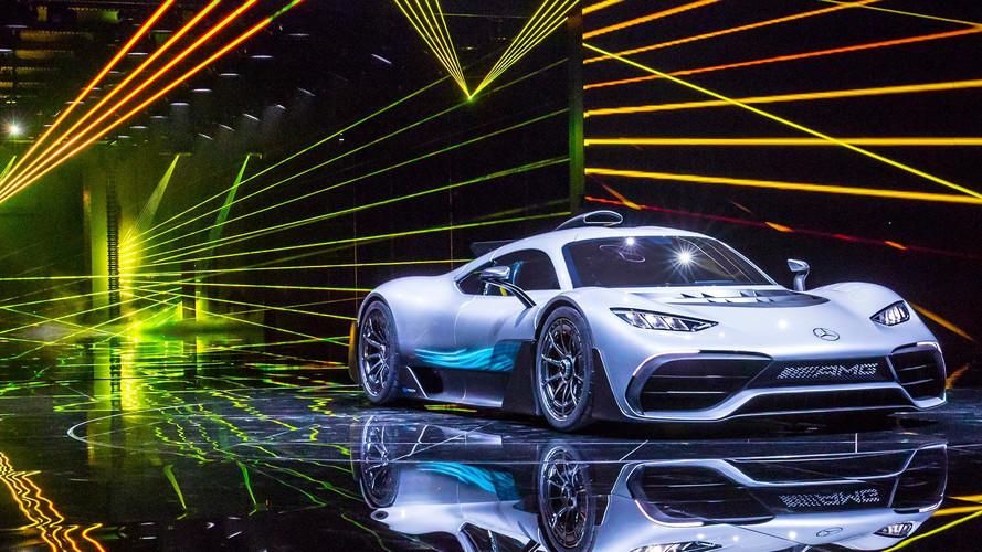 Így fest egy garázs előtt a Mercedes-AMG Project ONE