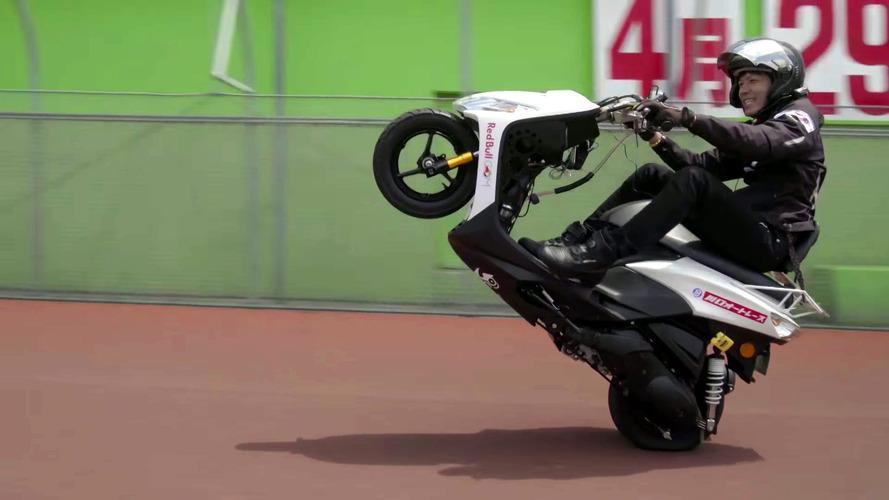 Japanese Stunt Rider Sets World Wheelie Record