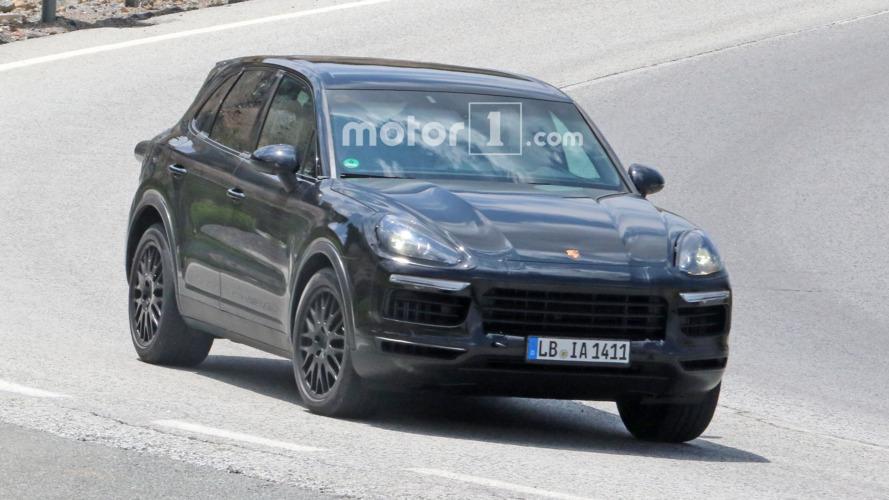 2018 Porsche Cayenne spied in sunny Spain