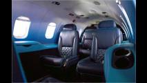 Knallblauer Learjet
