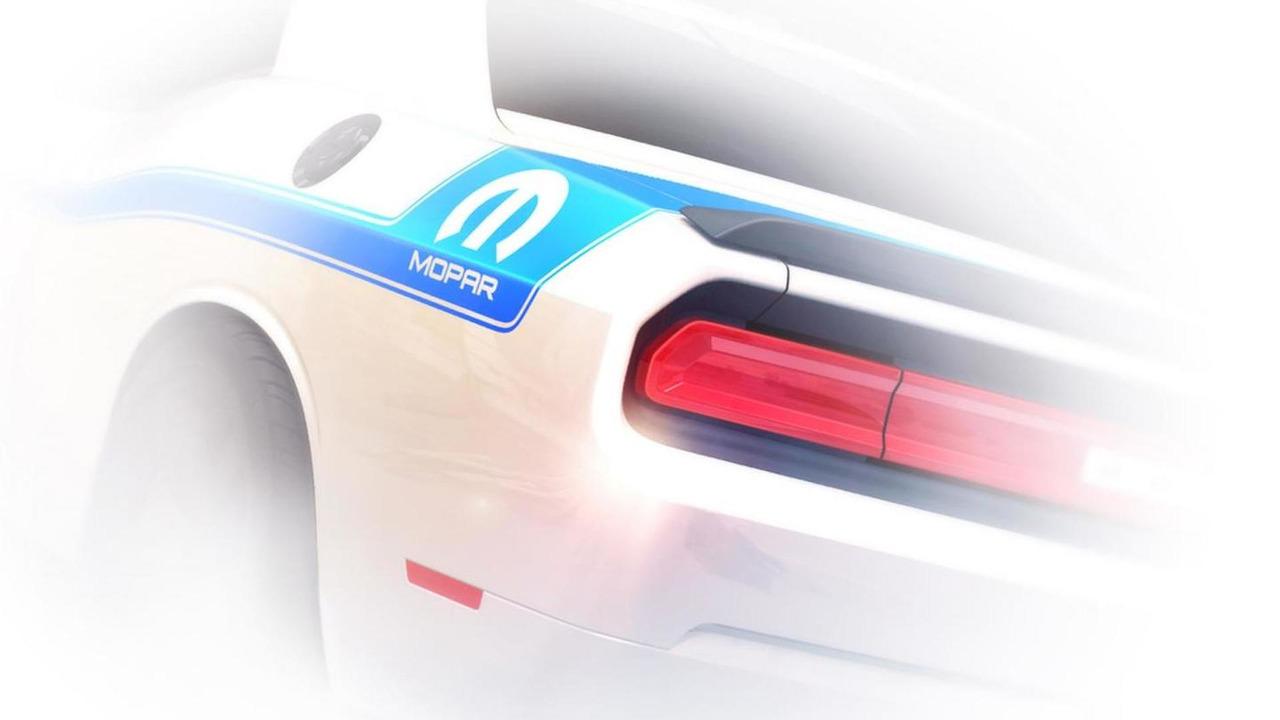 2014 Dodge Challenger Mopar Edition teaser image 16.10.2013
