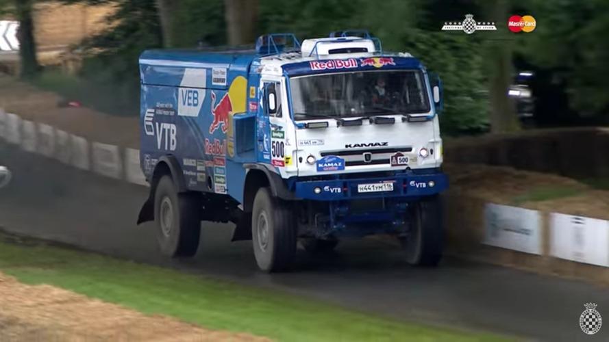 Goodwood'daki 900 bg'lik Dakar kamyonunu izlemesi keyif verici