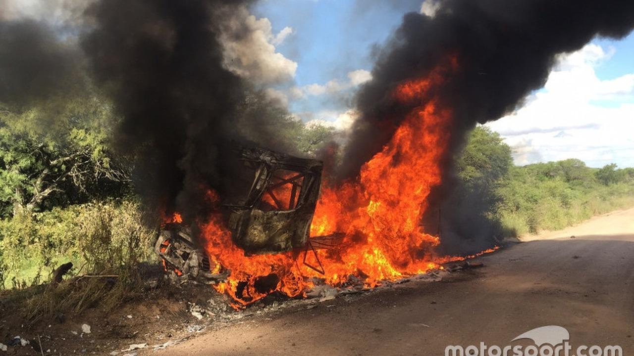 # 509 Renault: Martin van den Brink, Peter Willemsen, Richard Mouw burning Truck